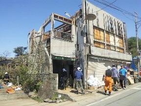 竜巻で被害にあった住宅