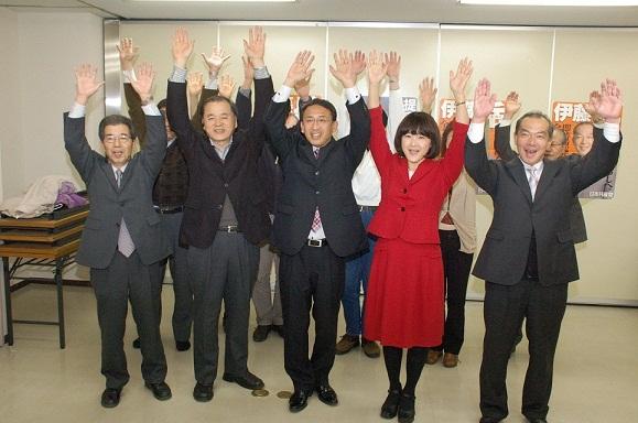 塩川てつや氏(中央)と梅村さえ子氏(その右)