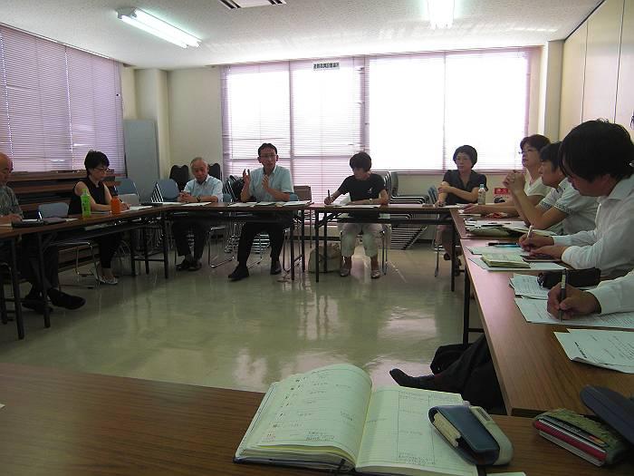 共産党埼玉県委員会で開催された「台風9号による被害対策会議」。正面中央の左に塩川衆議院議員と右に柳下県議会議議員。