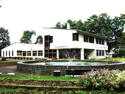 勤労福祉センター1977年竣工 集会室、学習室、保育室など。341人の収容可能