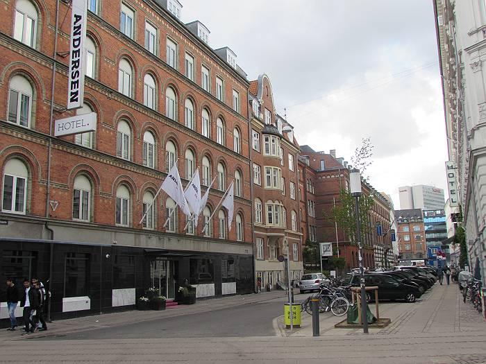 古い町並みに建つ、アンデルセンホテル(コペンハーゲン)