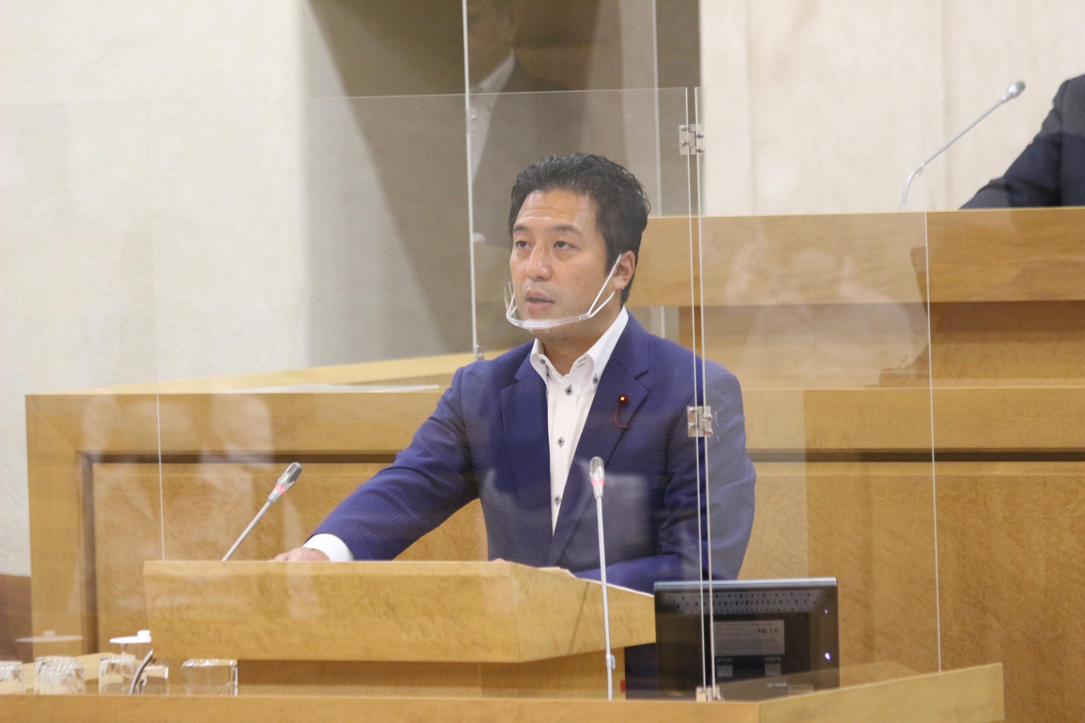 第三回定例会で新型コロナの影響について質問する山田耕平区議